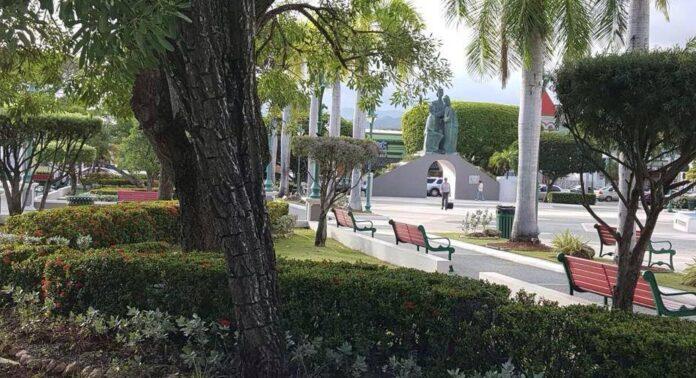 Plaza pública Román Baldorioty de Castro de Juana Díaz.
