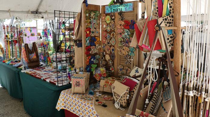 Feria de artesanías. (Voces del Sur)