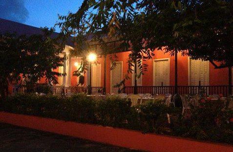 El Centro Cultural Carmen Solá de Pereira se encuentra localizado en el casco urbano de Ponce.
