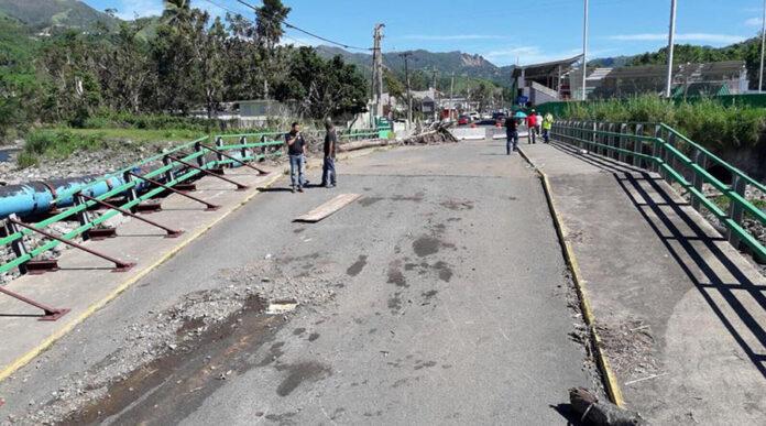 El puente de La Vega en Villalba fue dañado por el huracán María. (Suministrada)