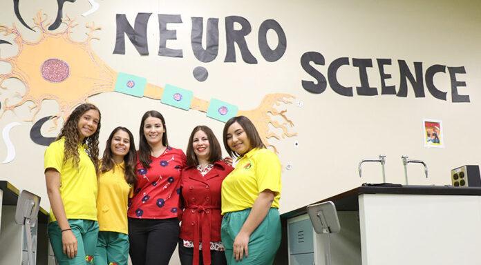 Las profesoras Carolina Pellicier Rodríguez y Armaris Siurano Rosado forman parte de la facultad de la Academia Ponce Interamericana.
