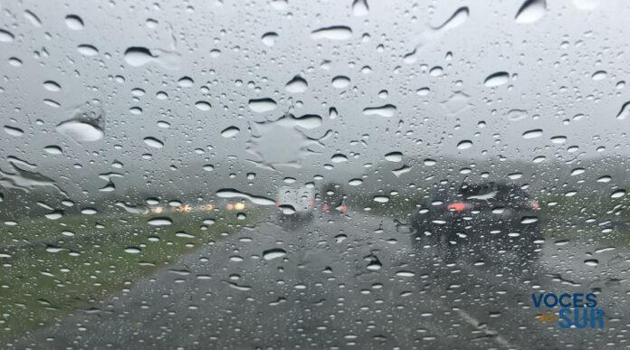 Se recomienda tener precaución en las carreteras ante el riesgo de inundaciones. (Voces del Sur)