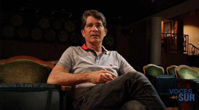 La denuncia de corte político y social ha estado presente en el trabajo artístico del actor ponceño Ángel Vázquez por las pasadas dos décadas. (Voces del Sur / Michelle Estrada Torres)