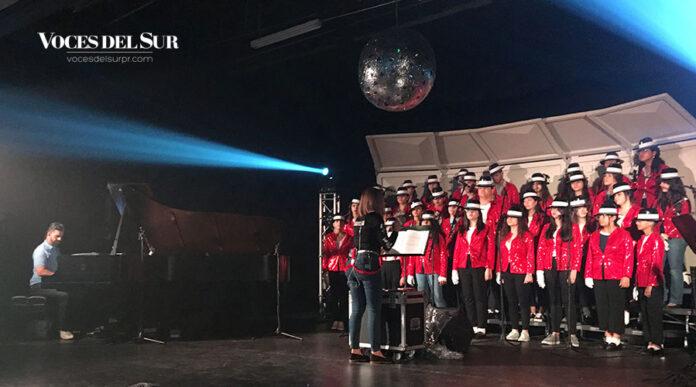 The King: Tribute Show es presentado por el coro y la Asociación de Bellas Artes de la Academia Ponce Interamericana (API) junto al pianista Adlan Cruz. (Voces del Sur / Michelle Estrada Torres)