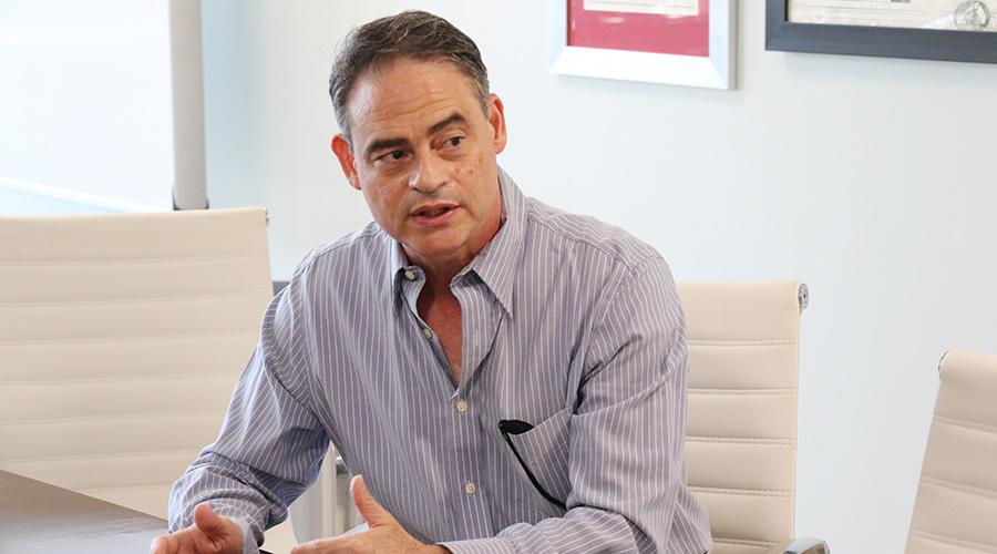 Ramón Torres, ingeniero y profesor en Inter Ponce.