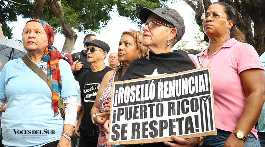 Cientos de personas se unieron esta tarde a una manifestación en la plaza Las Delicias de Ponce en reclamo por la renuncia de Ricardo Rosselló Nevares.