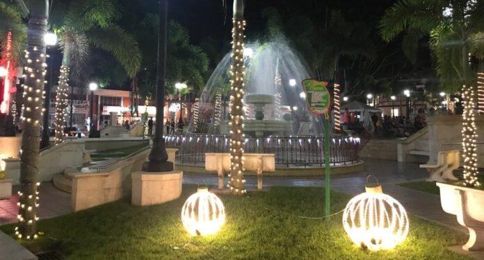 Plaza pública de Adjuntas.