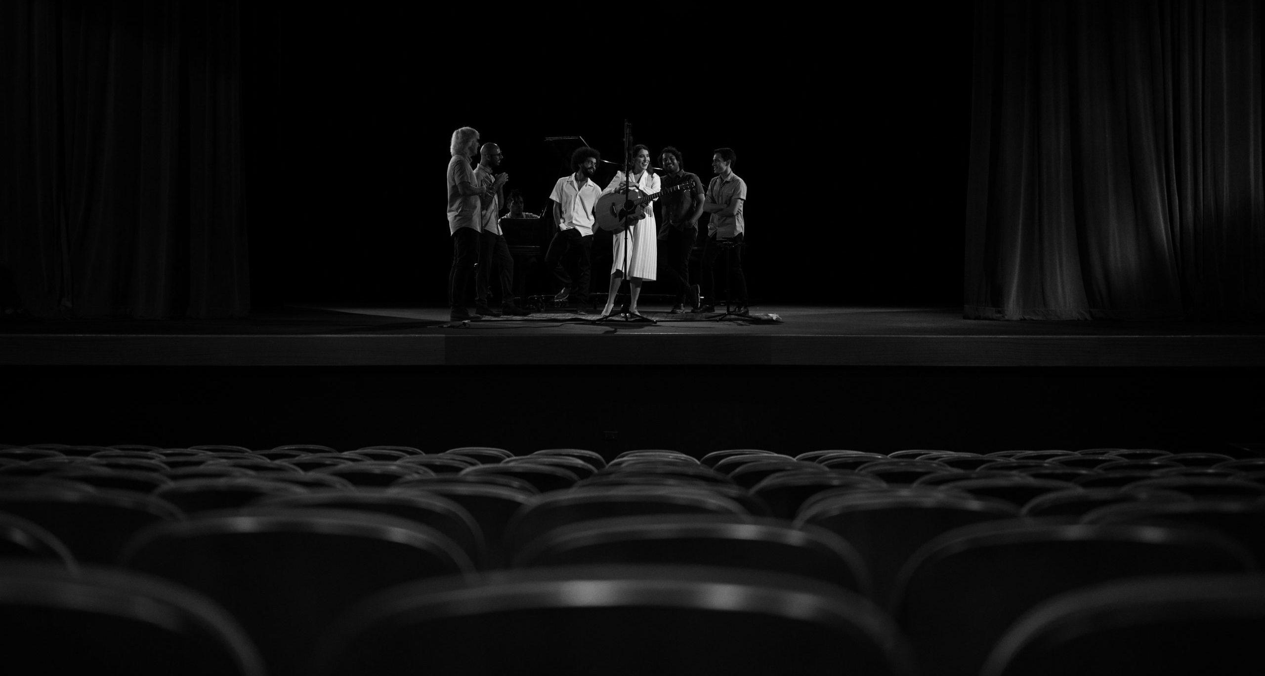 El vídeo de Andrea Cruz fue filmado en el Teatro Francisco Arriví. (Suministrada)