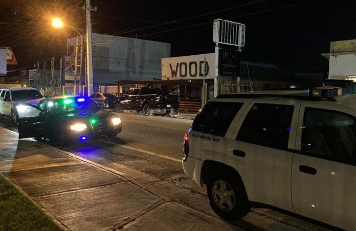Las autoridades denunciaron varias personas en el negocio Wood Sport Bar & Grill en Ponce. (Suministrada)