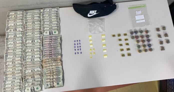 La Policía ocupó sustancias controladas y dinero en efectivo. (Suministrada)