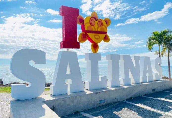 Letras de Salinas en el barrio Playa.