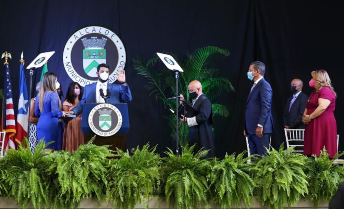 Juramentación de Ángel Omar Lafuente Amaro como alcalde de Maunabo. (Suministrada)