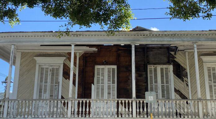 La Casa Cardona está ubica frente a la plaza pública de Salinas. (Suministrada)