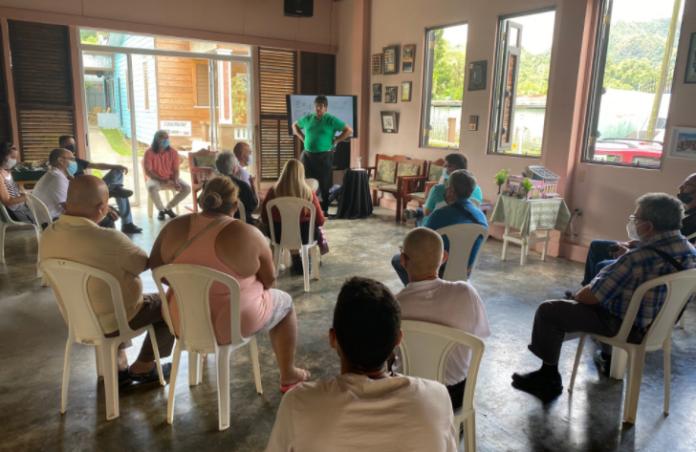 La iniciativa de auditorías energéticas atrajo a Casa Pueblo a comerciantes y ciudadanos de otros pueblos como Ponce, Juncos y Santa Isabel. (Twitter/Casa Pueblo)