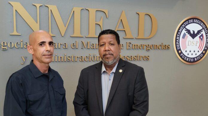 El rescatista sureño Ángel Modesto Vázquez Torres y el comisionado interino NMEAD, Nino Correa Filomeno. (Suministrada)