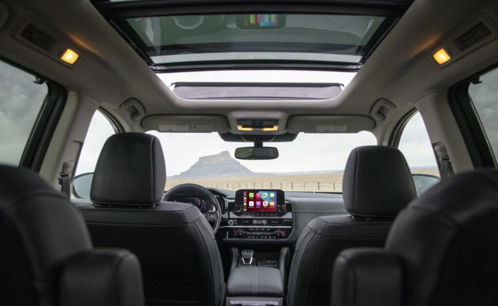 Interior de la Pathfinder 2022 de Nissan.