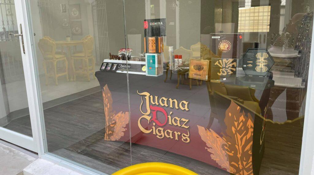 Barra de puros de Juana Díaz Cigars dentro del Hotel Meliá de Ponce. (Suministrada)