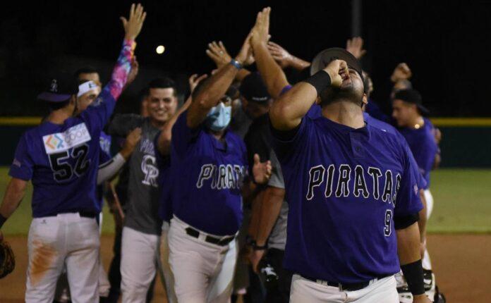Integrantes de los Piratas de Cabo Rojo. (Facebook/ Piratas de Cabo Rojo del Beisbol Doble A)